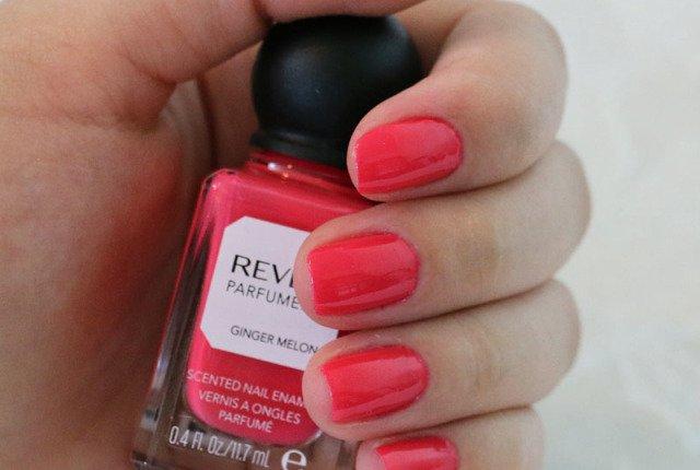 Unhas esmaltadas com Revlon Ginger Melon