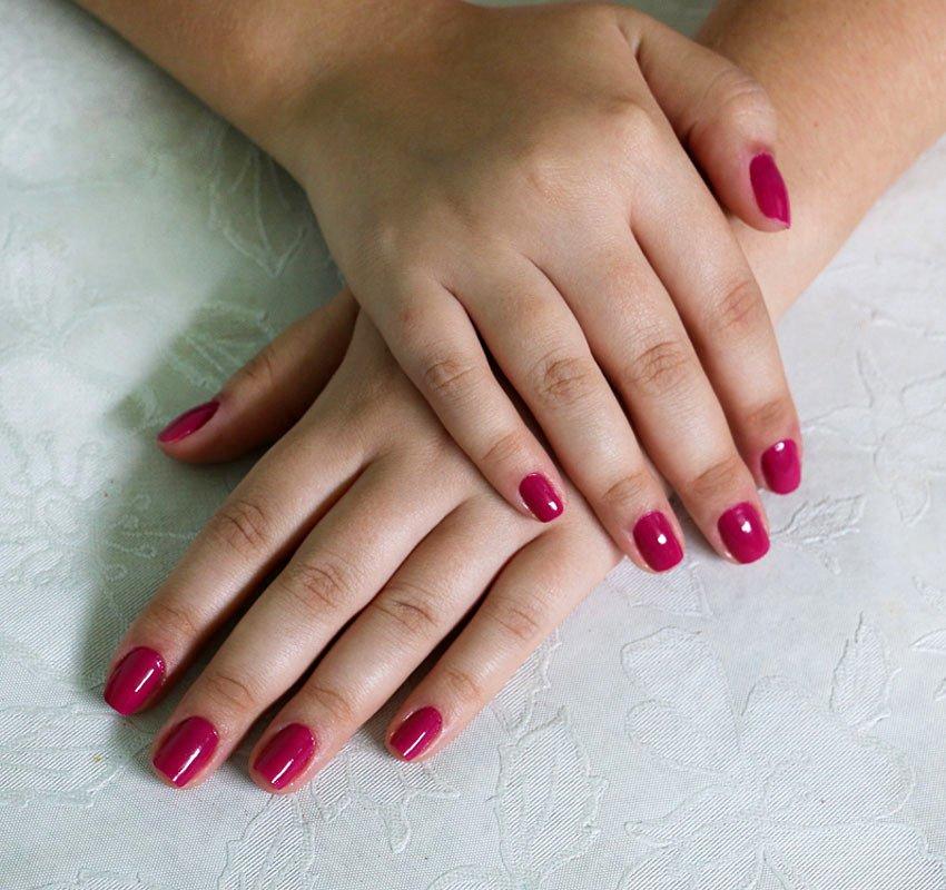 Esmalte Patricinha da coleção Marina Ruy Barbosa para Hits Speciallità, cor cremoso pink/roxo fechado