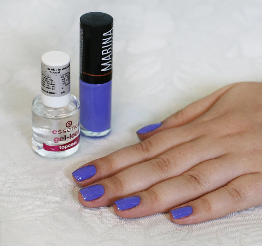 Esmalte It Girl da Marina Ruy Barbosa e top coat Gel-look da Essence