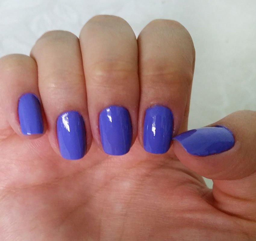 Esmalte violeta It Girl da coleção Marina Ruy Barbosa para Hits Speciallità, swatches em unhas,