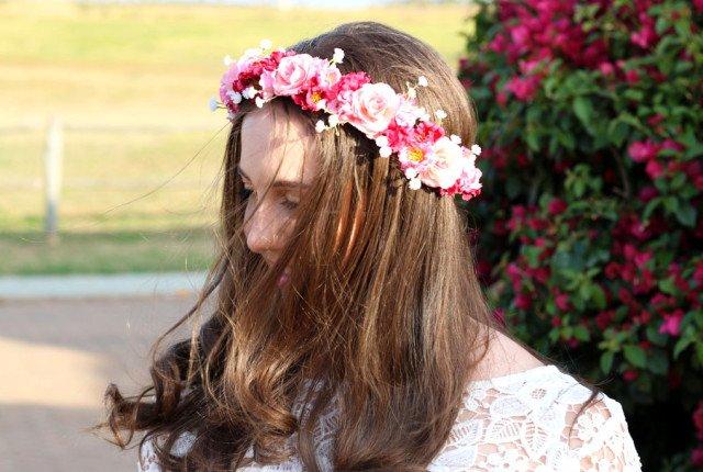 Look com coroa de flores da Danielle Signori