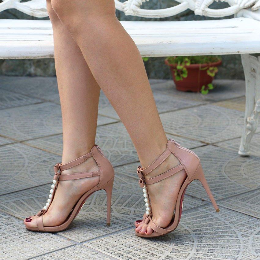 Blogueira da Belezadobrada usando sandália Candy Nude da Lala Rudge para UZA