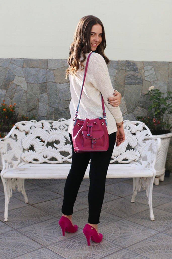 Blogueira usando calça da Morina, sapato da Melissa Skyscraper Vivienne Westwood Anglomania e bolsa saco da Anacapri