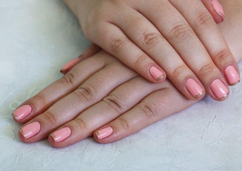 unha-esmalte-dourado-rosa