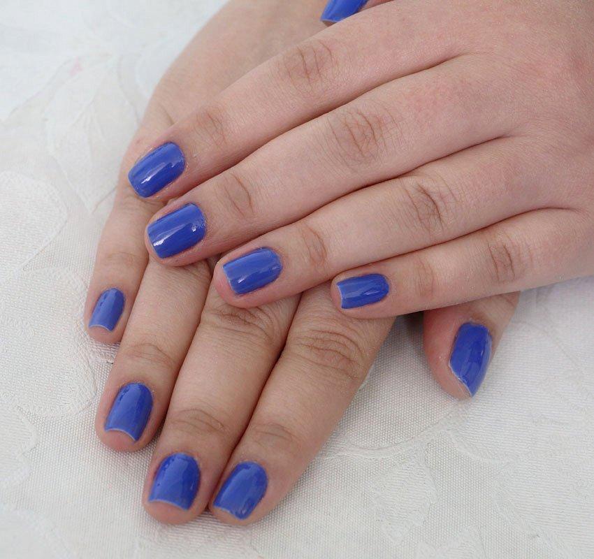 Unha com esmalte azul - Fada Madrinha da coleção Cinderela da View Cosméticos