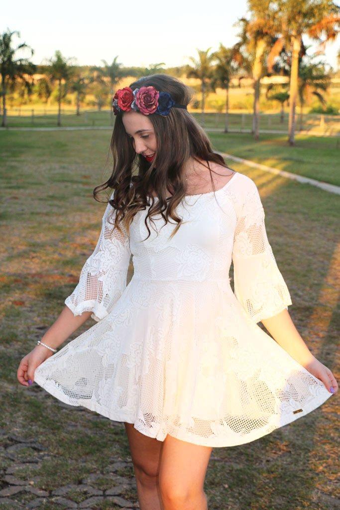 Look do dia com coroa de flores da Forever 21 e vestido de renda da Limone Modas