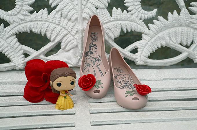 Bonequinha da princesa Bela Funko Pop com sapatilha da Melissa Ultragirl + A Bela e a Fera